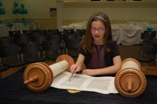 Neima Fax reading from the Torah.