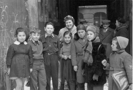 Charlotte Jacobson with Jewish children in Lodz, Poland, 1958