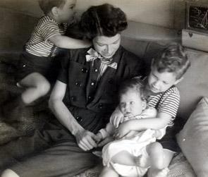 Polly Spiegal Cowan with her Children, 1944
