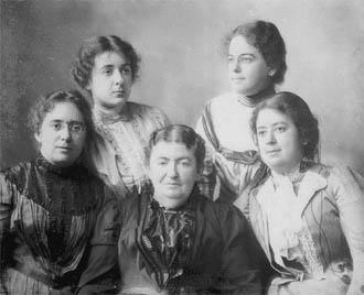Sophie Szold with Daughters Henrietta, Rachel, Adele, and Bertha, 1899