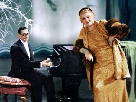Sophie Tucker Performing