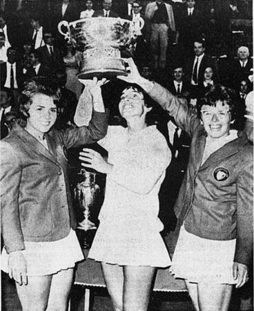 Julie Heldman and Teammates with the Federations Cup, 1966